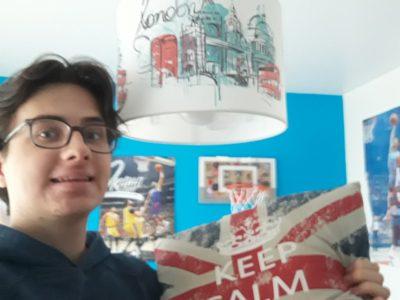 COLLEGE SAINTE JEANNE D'ARC MELUN  - repos bien mérité avec mon coussin anglais après mon big challenge !!
