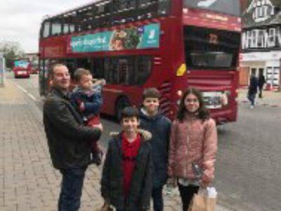 College jeanne d arc st Anselme a Bernay   Photo prise avec ma famille devant un bus lors de mon voyage à Birmingham