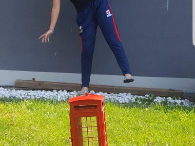 """Je suis au collège Adalbert de Bouzonville ,je m'appelle Xenia FELD . """"L'appel de l'Angleterre""""!!!"""