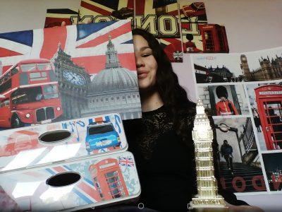 """Volx André Ailhaud. Je vous présente : mon poster """"the big challenge"""" de l'année dernière, deux tableaux de ma chambre, big ben miniature et un casier de Londres."""
