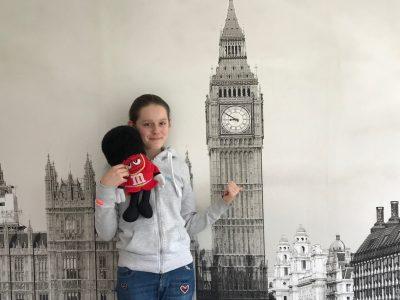 Melun Collège Jeanne d'Arc, photo prise avec Big Ben sur le mur de ma chambre et un doudou acheté à Londres!