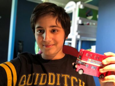 Gex, Collège Jeanne D'Arc. The Red bus of London (And a Harry Potter T-Shirt !).  Evan Ayad