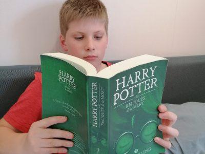 COURPIERE - institut Saint-Pierre En train de lire le meilleur livre anglais au monde!!!