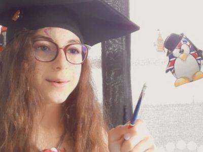 Fraize Collège de La Haute Meurthe.  Une touche de Harry Potter pour rappeler l'Angleterre, une tenue aux couleurs de ce pays, quelques petits éléments anglais en fond et le chapeau de remise des diplômes.