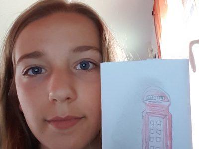 La ville de mon collège est Champdeniers et le nom de mon collège est LéoDesaivre. Jai décidée de dessiner une cabine téléphonique car en Angleterre il y en a. Et je me suis dit que le rendue serait plus beau et plus sympa si je le dessinait plutôt que si je prenait une photo de moi avec une image sortie de la photocopieuse.