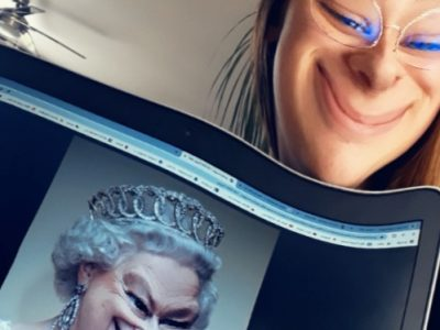 Collège Europe-Cormeilles  J'ai décidé de faire un selfie avec ma copine, la Reine D'Angleterre ! Elle a fait un peu de chirurgie au niveau du visage mais elle reste quand même la plus belle  !!;):)