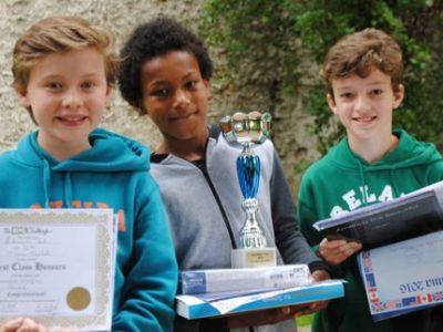 Bravo à Liam qui est arrivé premier en tout à Ste Jeanne Elisabeth Paris 7ème!!! C'est avec beaucoup d'émotion qu'il a reçu ses prix et la coupe du Champion !