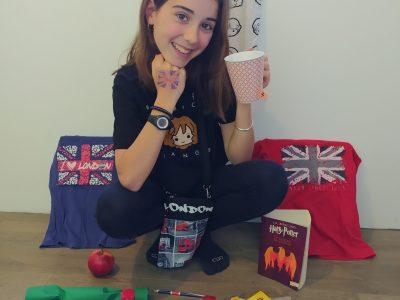 Je suis au collège Font de Fillol à Six-Fours-Les-Plages. Je m'appelle Chloé RENARD et je suis en 6F. Je suis fan d'Harry Potter et j'aime la langue anglaise. J'espère partir bientôt en Angleterre ou aux Etats Unis (mais ce ne sera pas de suite à cause du Corona).
