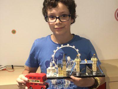 Je suis au collège de Jeanne d'Arc à Gex. Grâce à mes Legos, je voyage à Londres même en période de confinement