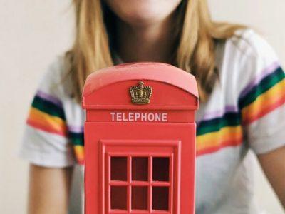 Angers - Collège Saint Charles Cette cabine téléphonique est un souvenir de mon voyage à Londres. En espérant vous avoir donné le sourire car c'était celui que j'avais là-bas !