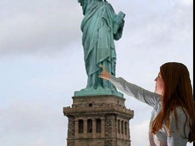 Nozay, Collège Louise Weiss. Me, in front of the statue of liberty. I point it out.
