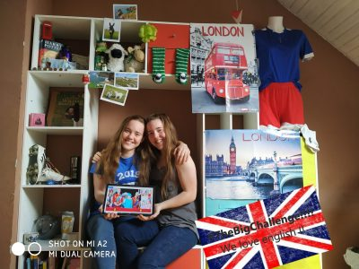 Moncontour, collège François Lorant :  Hello my name is Juliette D.Santos, I am really happy to participate in the Big Challenge, I did the photo with my sister, I hope you don't mind. I will also thank my big sister Charlotte because she helped us take the photo and she lend us her pounds,  I will also thank my big sister Charlotte because she helped us take the photo and she asked me to thank her.