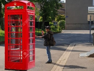 Collège Nelson Mandela à Verny,  Une cabine téléphonique de Londres?! A Pommérieux?! Pas besoin d'être confiné pour s'évader .....à Londres!