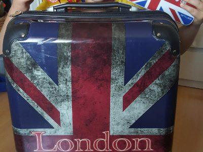 Collège Paul Langevin d'Etupes, c'est parti pour London .... les bagages sont faits mon radio CD est prêt mon pass pour le club d'Arsenal aussi!!! Let's go!!! Thibaut Laurency 4A