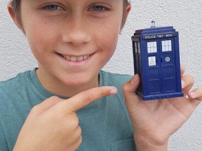 """La Crau collège du Fenouillet  La serie de science fiction la plus ancienne au monde est anglaise. Et je vous présente le """"Tardis"""" le véhicule temporel du Docteur Who."""