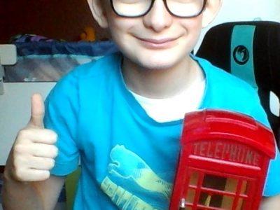 Lens saint IDE Toujours en contact avec  la cabine téléphonique magique !! Anglaise  Of course !!!