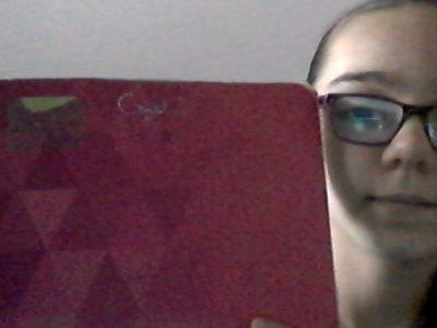 La Courneuve Raymond Pointcarré  Je suis dans ma chambre avec mon cahier d'anglais je travail ,tous les jours