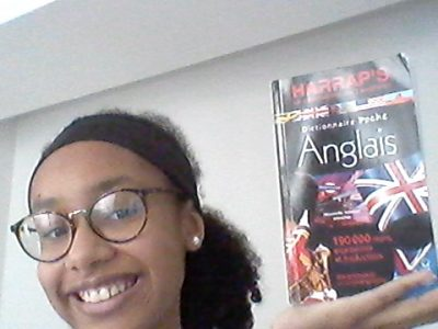 Joigny , collège Marie Noël .Sur la photo j'ai décidé de prendre un dictionnaire anglais .