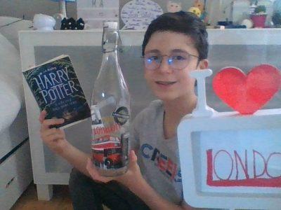 Saint-Marcel 27950 Léonard de Vinci  Rien tel de lire le livre Harry Potter en buvant de l'eau dans une bouteille de Londres.