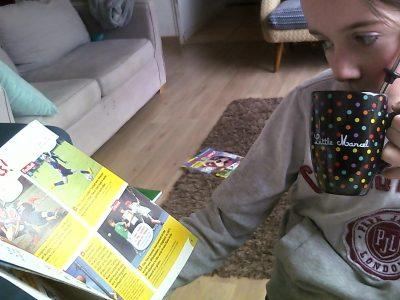 Lormont Collège Georges Lapierre   commentaire :  J'adore boire le thé en lisant un magazine !