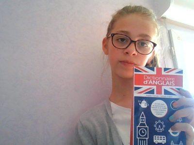 collège Edmont de Goncour à Pulnoy   je m'apelle Nessa Schreiner   et j'adore l'anglais alors je révise mon anglais avec mon dictionnaire
