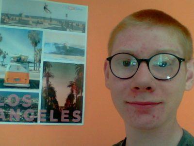 Goderville Collège André Gide Je me suis pris en selfie devant le poster de l'année dernière. J'ai adoré le concours .