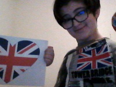 Domène Collège la moulinière.  J'adore l'Angleterre c'est l'un de mes pays préférés est se cœur représente l'amour que j'ai pour l'Angleterre.