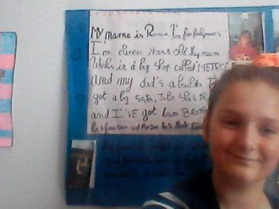 Je vais  au collège Jasmin les îles à Agen . c'est une affiche crée sur le thème de la famille en Anglais j'aimerai bien gagner cette  camera sportive . Merci  Romane