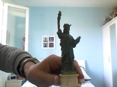 Carrière Sur Seine  Collège les amandiers  Voici la statut de la liberté acheter à NEW YORK !!!