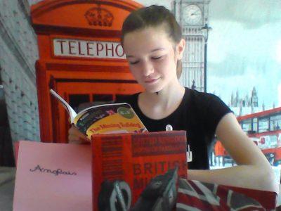 Bailleul College Maxime Deyts Louane à Londres avec Big Ben et l'emblématique cabine téléphonique. Du pur bonheur !!!
