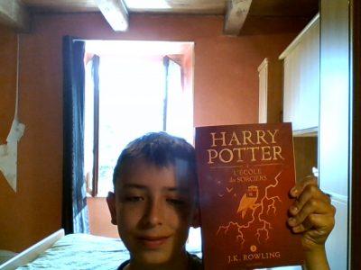 -Riom -Collège Jean VILAR  Je m'appelle Mathias FUSSI, et j'ai choisi cet objet car j'aime bien HARRY POTTER.
