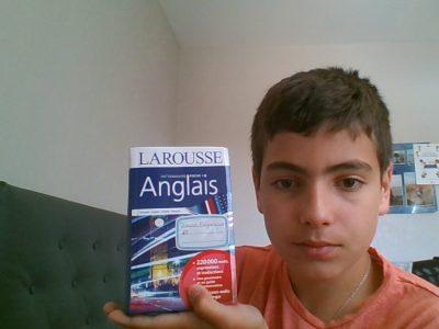 Ville: Romorantin Lanthenay Collège: Maurice Genevoix  J'ai choisi de faire ma photo avec un dictionnaire anglais car pour moi ça représente bien le Royaume Uni