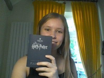 ANGERS COLLEGE DE LA CATHEDRALE LA SALLE  Le studio Harry potter est en Angleterre et l'anglais est la langue principale de l'Angleterre.