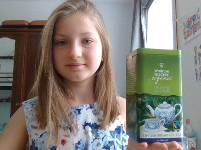 J'habite à Nantes. Je suis au collège l'Externat des enfants Nantais (EDEN)  Commentaire Photos:  J'ai déjà un super thé, celui de la famille royale, il me manque quelques scones ! Delicious