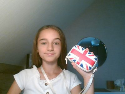 Soultz sous Forets Collège de l'outre foret  Pour range un appareil photo dans la petite pochette du drapeau de l'Angleterre