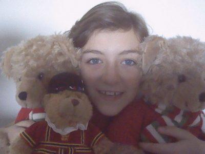 LA ROCHELLE / Collège Fénelon ND  Hello, I'm Hanaé and i'm between the Teddy Bears.