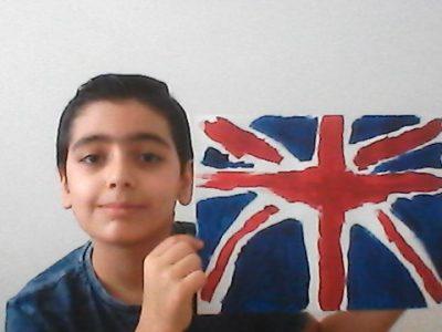 -Marseille -Hamaskaine Le  drapeau  Anglais  est  magnifique  avec  ses  3  couleurs  (rouge, bleu et blanc )  , je  rêve  d'aller  en  Angleterre !