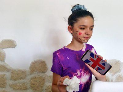 SORGUES Marie rivier  Voici un clin d'œil à l'Angleterre avec une rose blanche et le drapeau