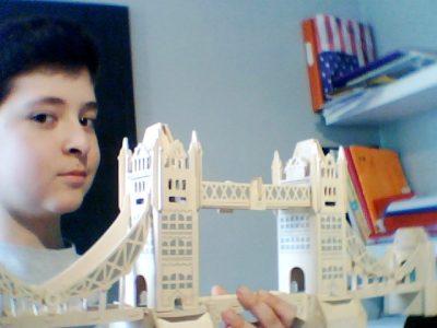 Ecole : 12 Rue du Collège, 42600 Montbrison  Voici le Tower Bridge en bois acheté a Londres.