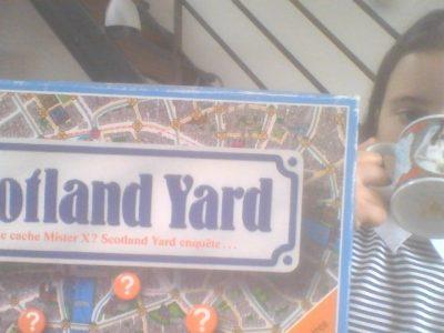 Gex, JDA Moi qui bois du thé dans ma tasse du mariage d'Harry  et Kate en jouant a Scotland Yard .