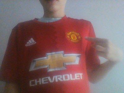 Gramat , Saint Hélène . Photo du maillot de Manchester United au football et plus précisément du joueur Marcus Rashford lors de la saison 2016-2017 .