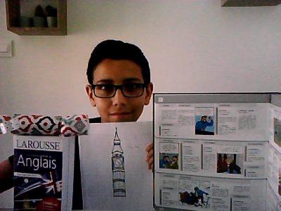 Mon Collège se situe à Treillières en Loire-Atlantique. Sur ma photo j'ai choisi un Crackers car je sais comment en faire j'ai mis deux dictionnaires car j'aime bien l'anglais et j'ai choisi un dessin de Big Ben (c'était un dessin pour mon correspondant en Angleterre
