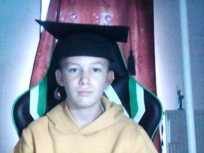 semur en auxois              saint joseph  lassalle mon frère est diplomé de cambrigde et il ma pretter se chapeau