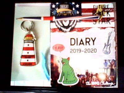 Chaumont-En-Vexin collège Guy de Maupassant. Porte de clé en souvenir de mon voyage en Islande et crayon à papier, drapeau, agenda:cadeau que j'ai reçu après le Big Challenge l'année dernière!