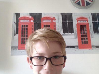 La Seyne sur Mer          Institution sainte Marie                j'aime les cabines téléphoniques et l'anglais donc j'ai choisi de vous envoyer  celle la