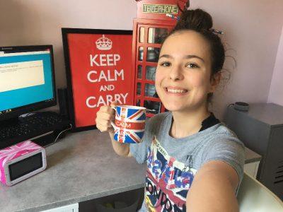 """Je m'appelle Zoé Morisson je suis élève de 3B au Collège Jean François Champollion a Voisin le Bretonneux  et je dirai """"Let's go to Britain !""""   Zoé"""