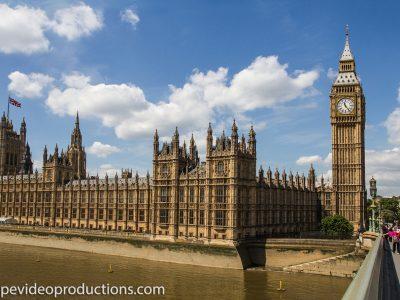 Garges-lès-gonesse  Le drapeau d'Angleterre me rappelle Londres et big-ben un monument historique le plus célèbre des monuments