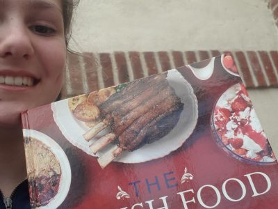 Mon collège est le collège Saint-Michel à Solesmes. Everybody knows it ! A british food is the best !