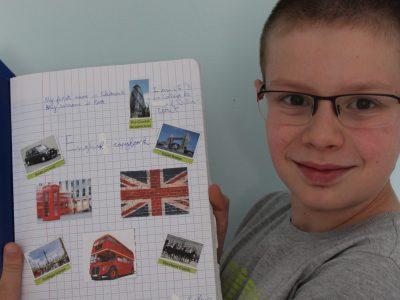Soultz sous forets (67250) Collège de l'outre forêt Voilà ma photo , et mon cahier d'anglais qui m'a permis d'apprendre bien des choses en Anglais et sur l'Angleterre et leur culture !!!!!