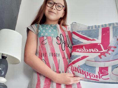 Luçon, collège le sourdy. cette photo représente un coussin de london et un t-shirt avec le drapeau de l'Amérique.